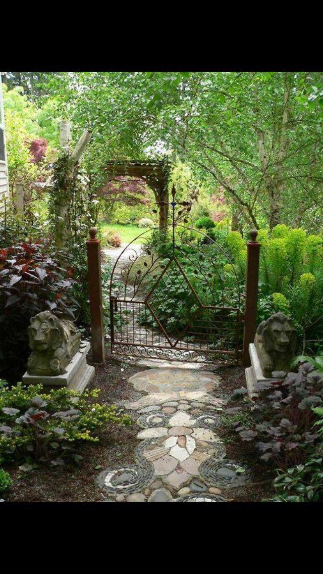 Pin by adriana marrochi on wrought iron jardins jardins for Gartenbeispiele gestaltung