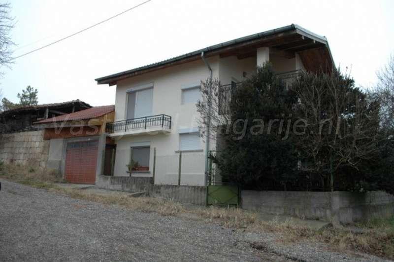 Groot huis (200m2) met 5 slaapkamers in Pisanets Te koop ...