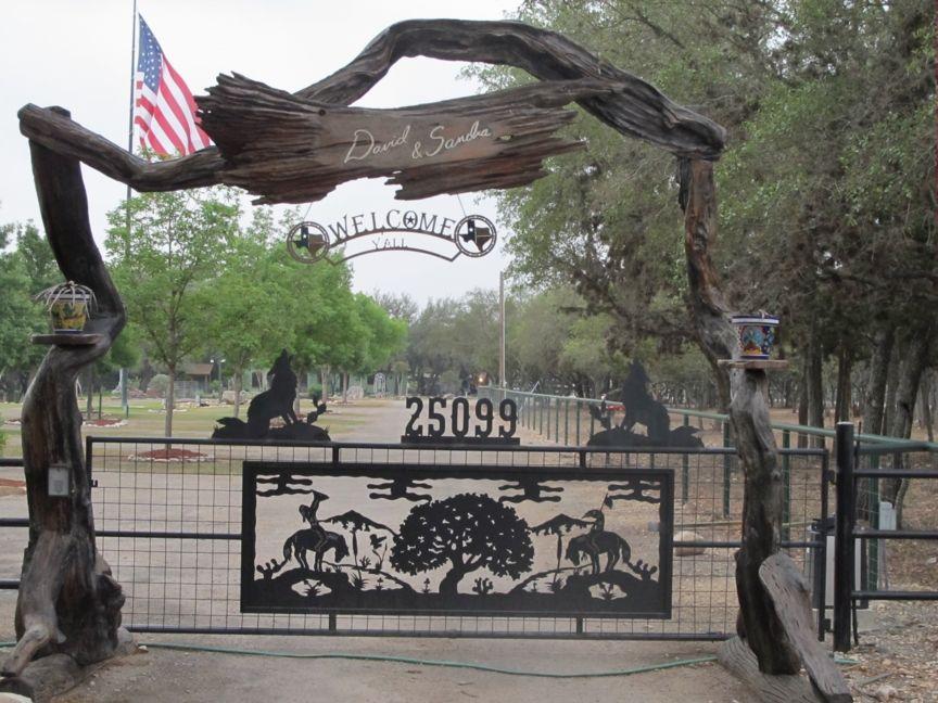 Elegant Ranch Entry Gates Designs