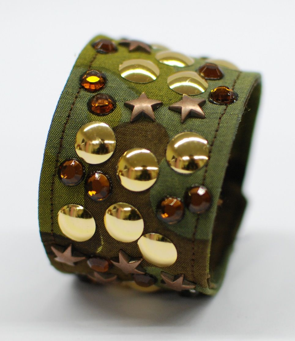 #Camouflage and #stars for  avery nice #bracelet: glamorous combination!