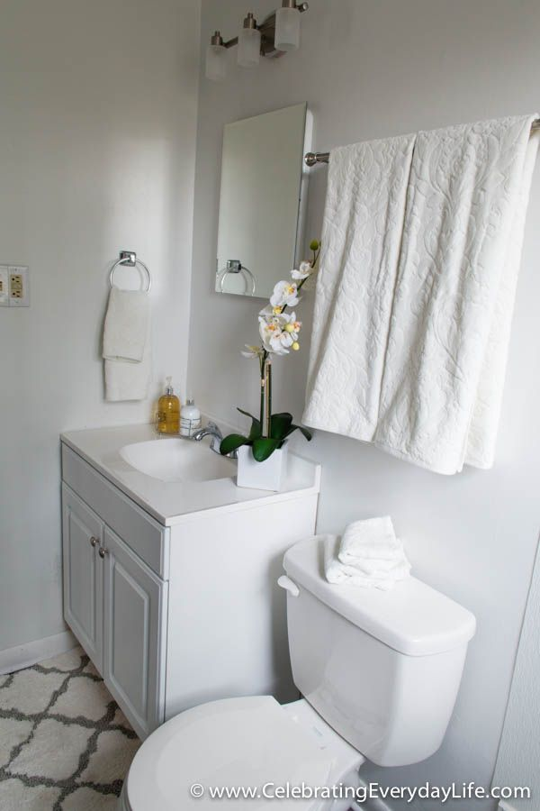 How To Stage A Bathroom Or Two With Images Bathroom Staging