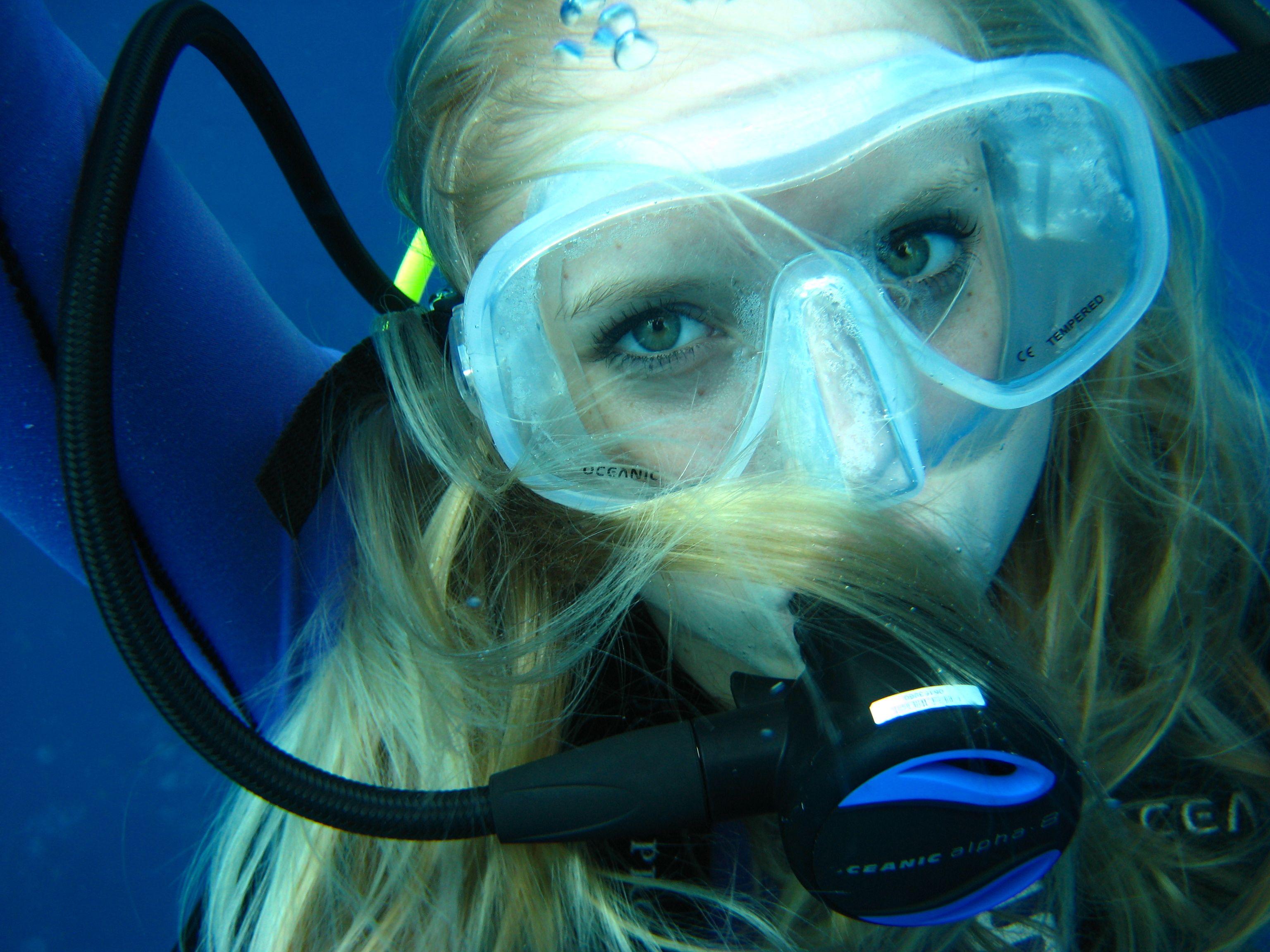 girl-scuba-amateur-big-busty
