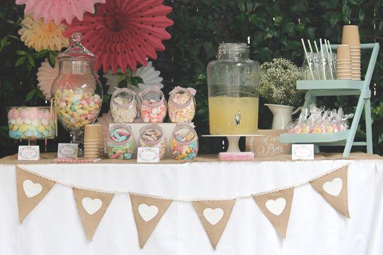 Decoraci n de una fiesta y candy bar en un jard n de barcelona boda pinterest mesas dulces - Como decorar un bar pequeno ...