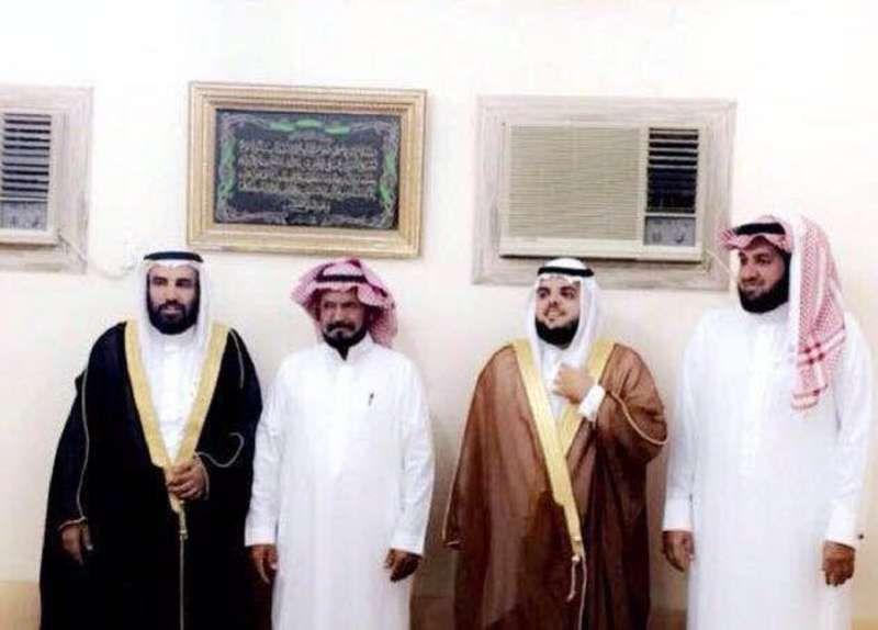 محسن بن دخيل القحطاني يحتفل بزفاف ابنته بـ مكة Http Mnaspat Com 2454 مناسبات زواجات Fashion Dresses Academic Dress