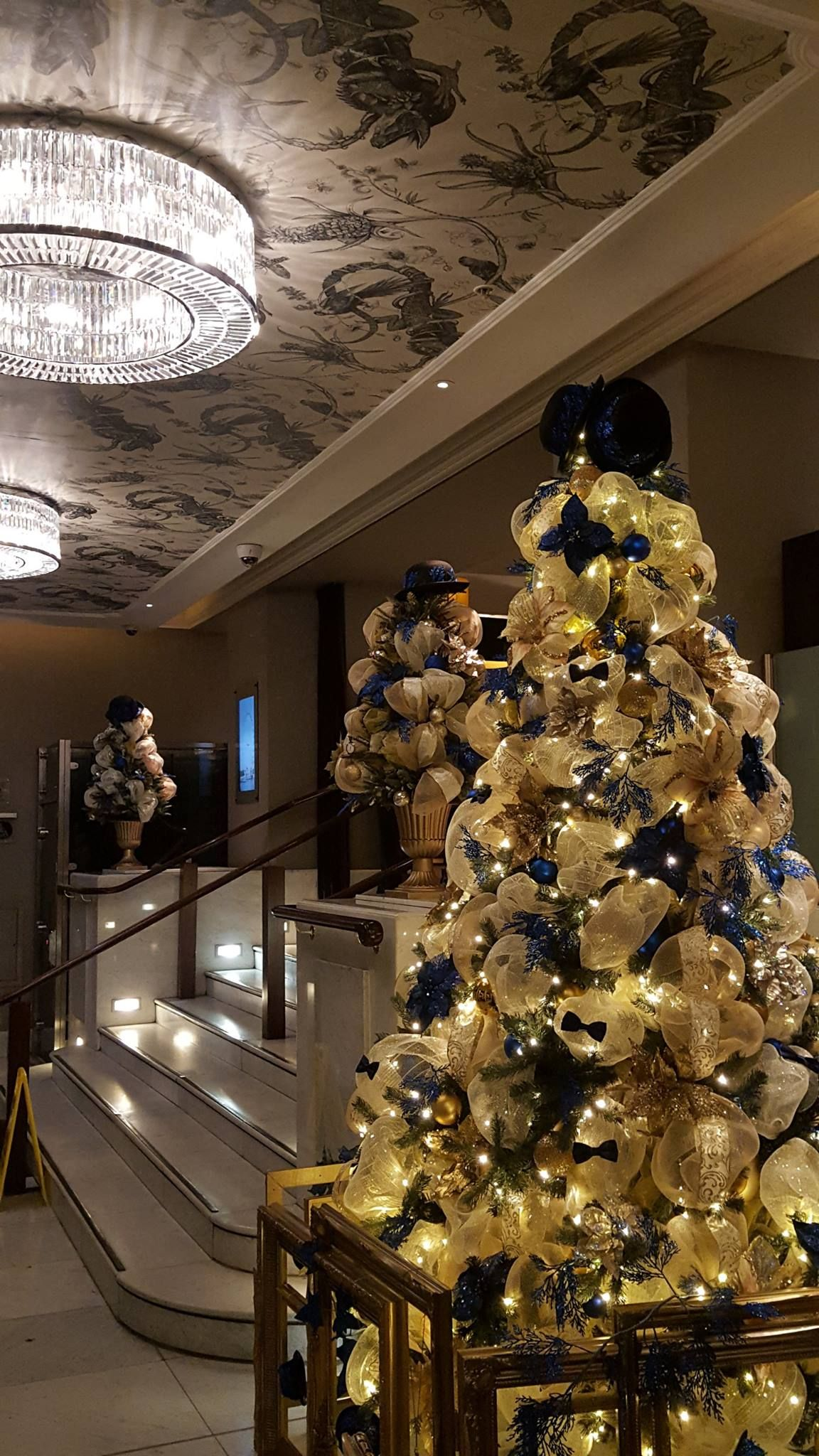 Commercial Christmas Decorations Uk.Hotel Reception Christmas Decoration Ideas See The