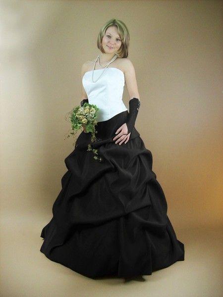 Günstiges Brautkleid Geraldine schwarz weiß von Maßgeschneiderte Mode & Accessoires für festliche Anlässe auf DaWanda.com