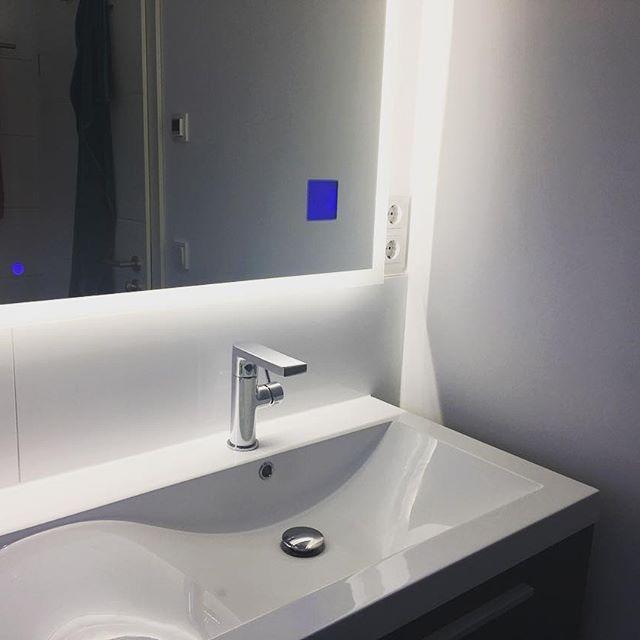 Gestern Haben Wir Es Endlich Geschafft Die Beim Spiegel Aufhängen  Vergessene Steckdose Im Bad Zu Installieren