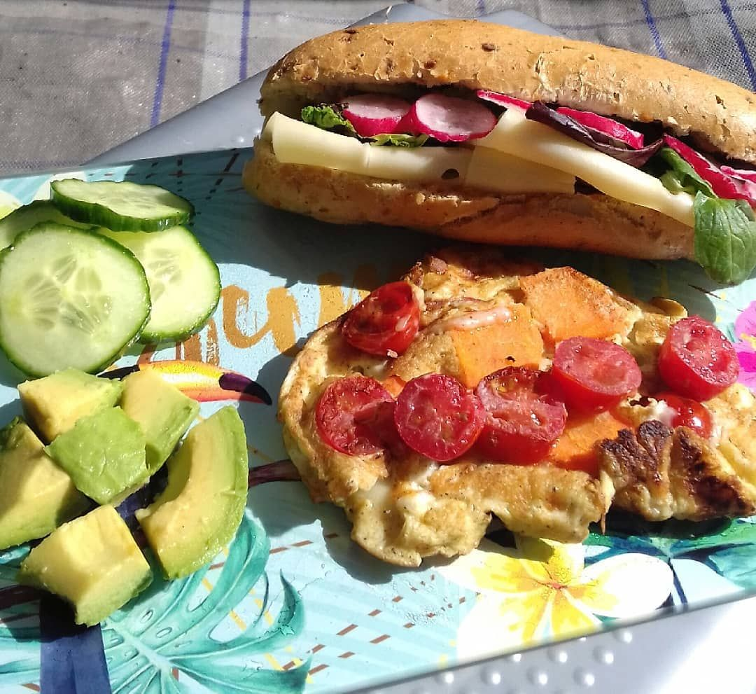 Guten Morgen😎Jetzt erstmal ein Fitmacher-Frühstück mit Gemüseomelett und Avocado-Mix😍Wünsche einen sonnigen Tag😎😘🌞🌞🌞