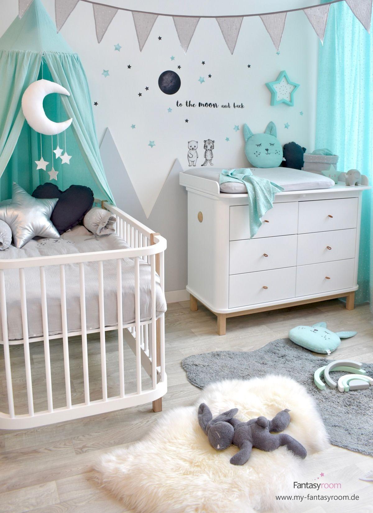 Babyzimmer mit Bergen in Mint & Grau bei Fantasyroom