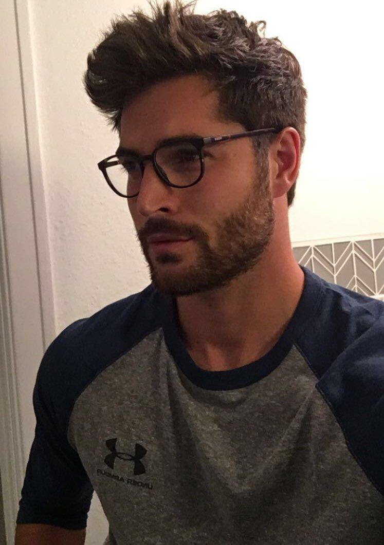 nick bateman on brille surfer frisur und sch ne menschen. Black Bedroom Furniture Sets. Home Design Ideas
