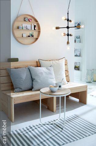 Rustikale Holzbank im Wohnzimmer Holzbank, Metalltische und