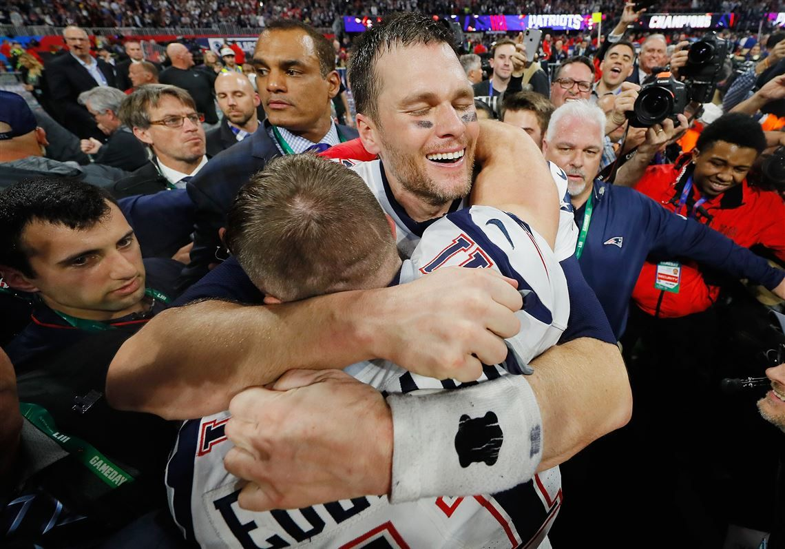 Tom Brady 12 Celebrates With Julian Edelman 11 Of The New England Patriots After The Patriots Defeat The Los Angeles Rams 13 3 During Supe Super Bowl Patriots New England Patriots