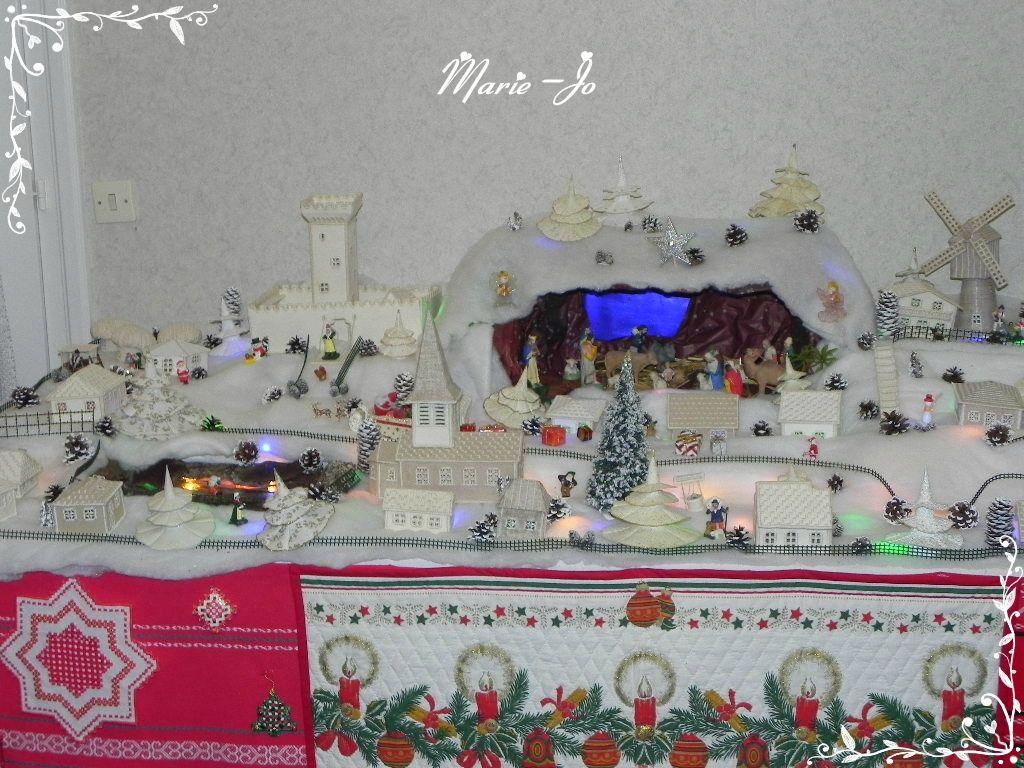 La crèche et village 2013 en broderie Hardanger de Marie-Jo (chaque élément est fait main) - DIY hardanger embroidery nativity scene and village (each element is hand made)