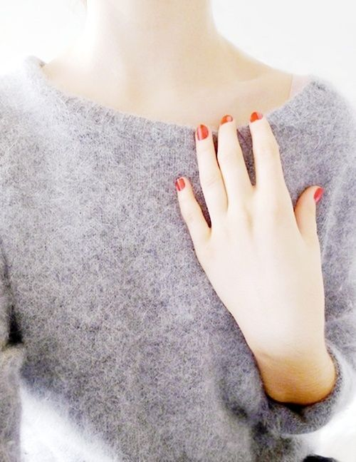 red nails and grey cozy sweater