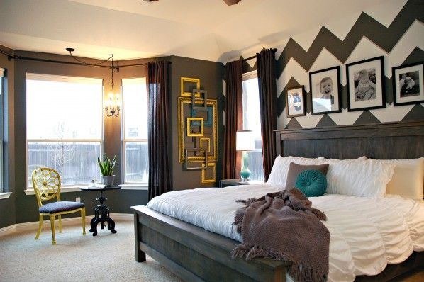 love this room... unfortunately white bedding will never work because of black dog hair!