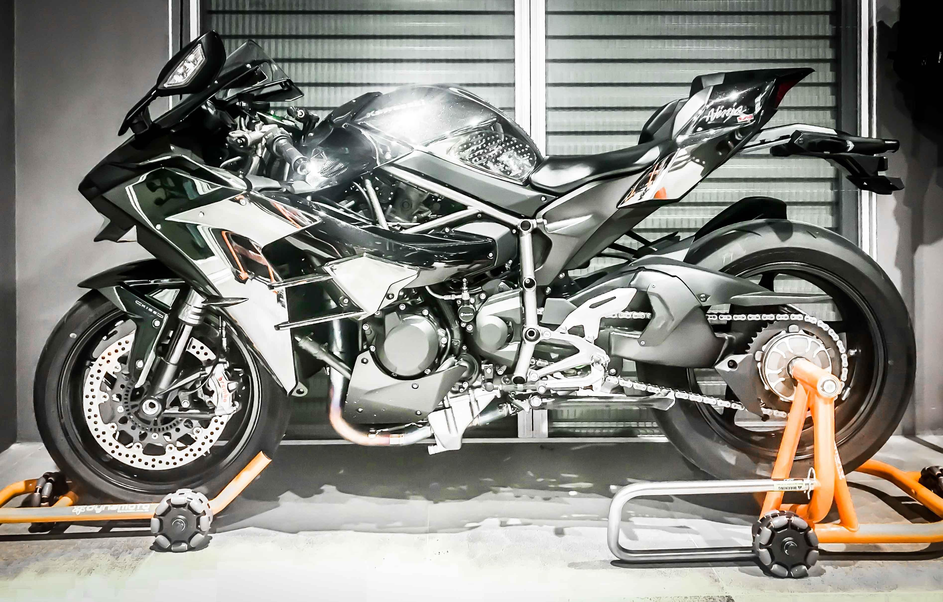 Kawasaki Ninja H2 Rolling Hexpin Storage