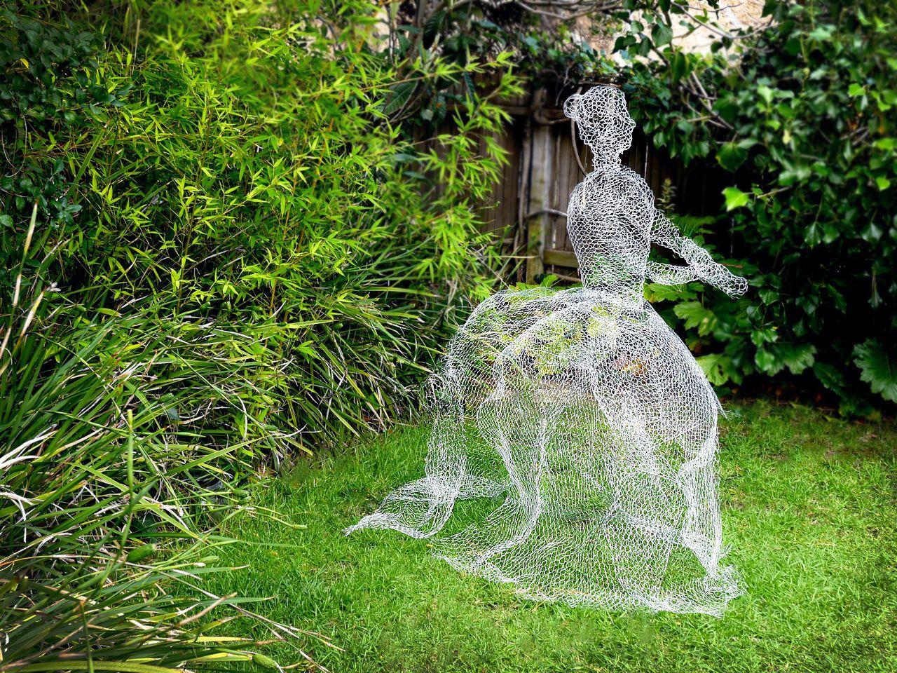How to Make Chicken Wire Ghosts   Chicken wire, Gardens and Craft