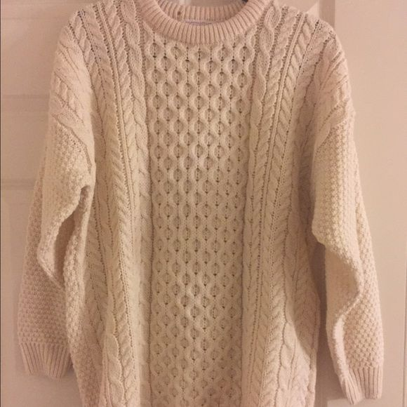 Handmade 100% wool sweater from Scotland Adorable, cream 100% wool handwoven sweater from Scotland...would look awesome with skinny jeans or leggings with boots! Sweaters Crew & Scoop Necks