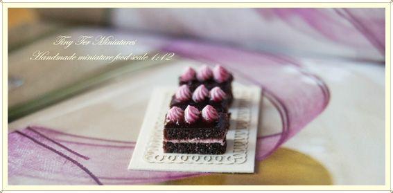 Tiny Ter Miniatures: strawberry chocolate Brownies
