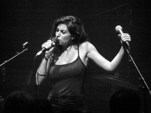 Yasmine Hamdan at Café de la Danse, photo: CC