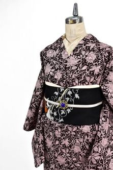 <Img class = 'new_mark_img1' src = 'http: //shimaiya.jp/img/new/icons6.gif' style = 'border: none; display: inline; margin: 0px; padding: 0px; width: auto;' /> European race rose Arabesque beautiful wool single kimono in Ruby Black