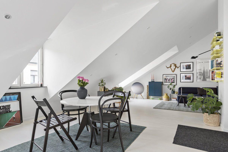 Scaune Living Ikea.Masa Rotunda Scaune Diferite Mix Scumpe Si Accesibil Ikea