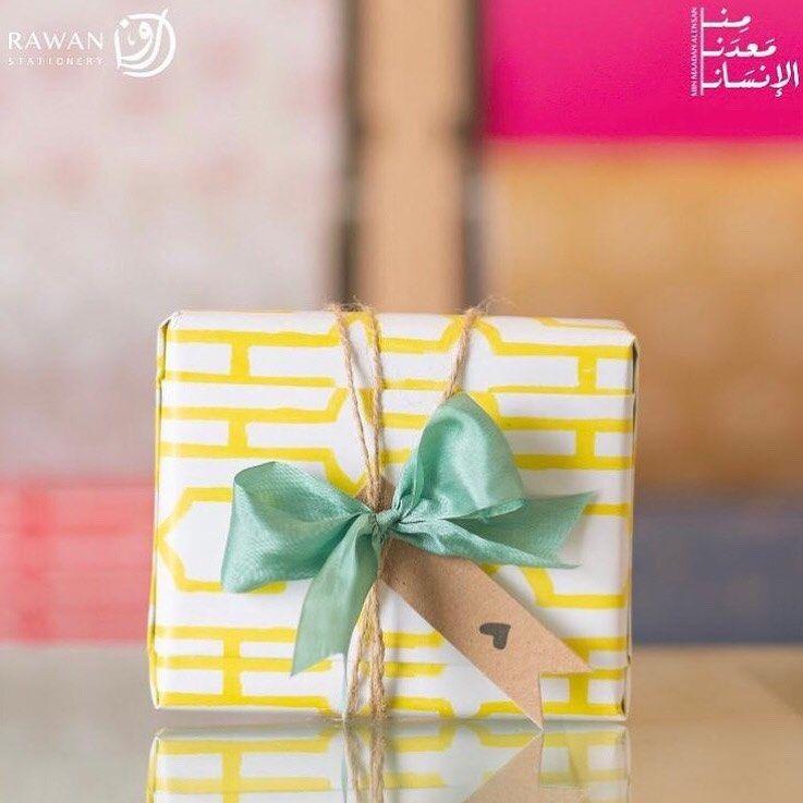 ق رطاس ي ــــة ر و انـــــ On Instagram تبهجنا الهدايا و إن كانت بسيطة لأنها تبدوا كجملة مغزاها أنا أتذكرك أقدرك أهتم بك أب Gift Wrapping Diy Gift Gifts