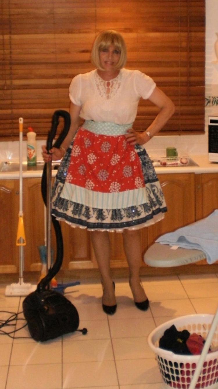 Housewife in apron | Hausfrau, Männlich