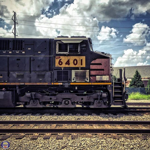 Sorry for the lack of post lately been on vacation and it's about 1000 degrees here in Arkansas. I'll be back at it soon! #artofrailroad #trains_worldwide #tv_hdr #rsa_theyards #daily_crossing #train _nerds #railroad #trains #railfan #kings_transports #trb_express #instalogistics #end_of_track #railways_of_our_world #eisenbahnfotografie #splended_transport #jj_transportation #railmarkable #wrbt #loves_transports #southernpacific #sp by rail_baron