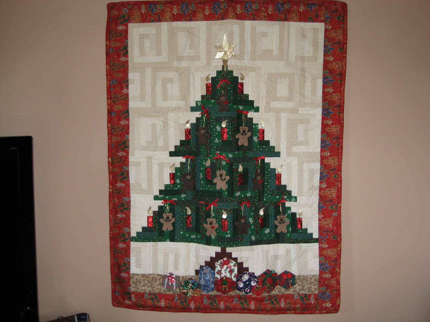 Log Cabin Christmas Tree Quilt.Christmas Tree Quilt With Teddy Bears Log Cabin Pattern