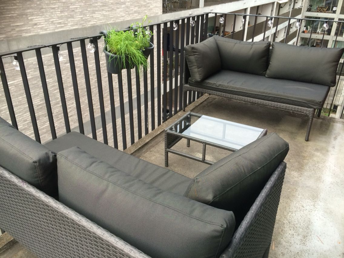 Outdoor lounge with urban garden