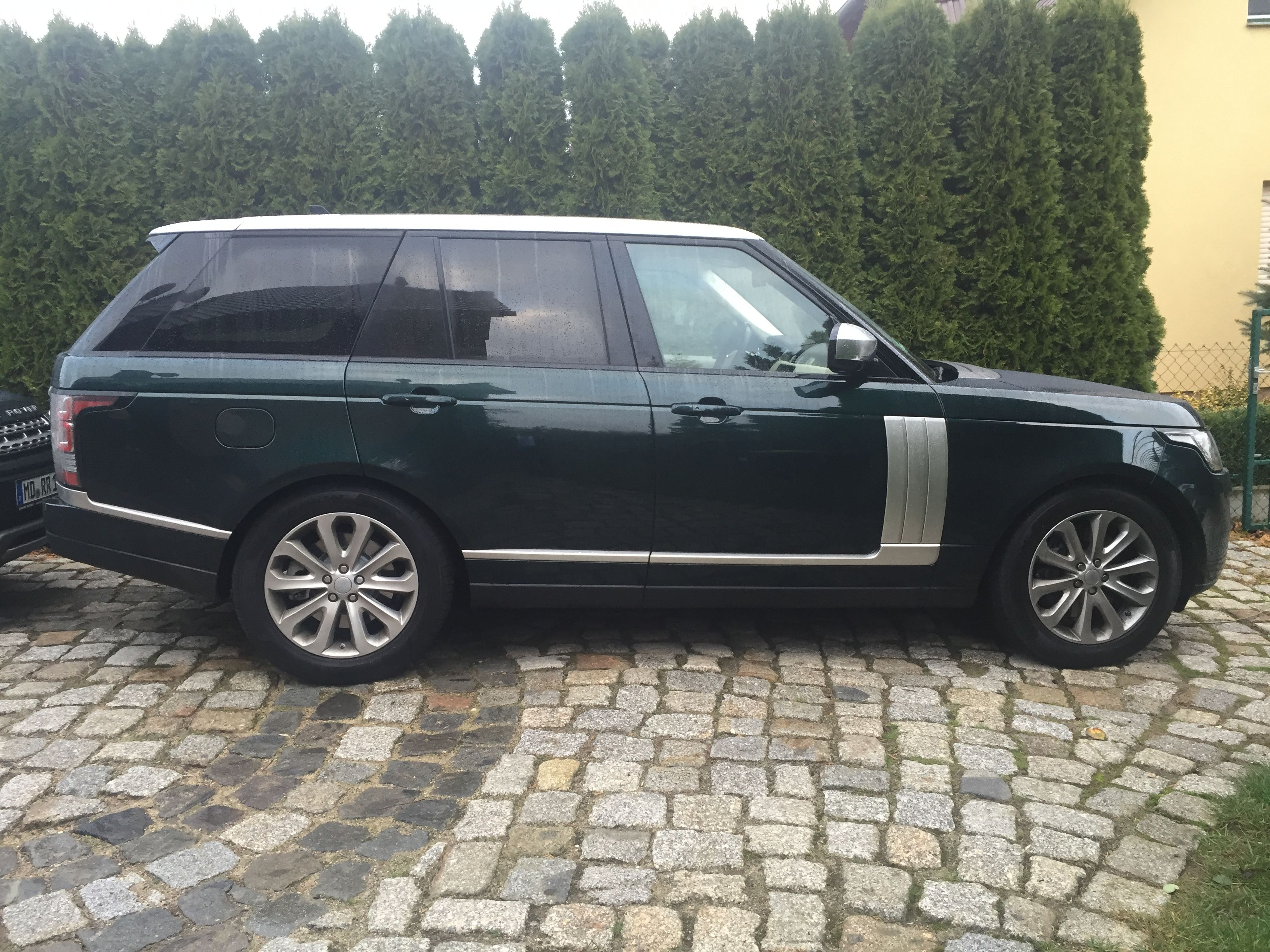 range rover vogue 2016 aintree green indus silver a range rover must be green pinterest. Black Bedroom Furniture Sets. Home Design Ideas