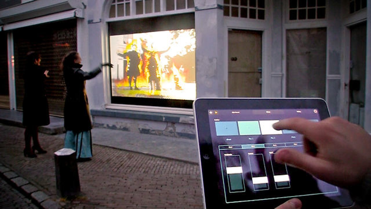 This Projection Technology Transforms Any Shopping Window Into A Huge Video Screen Moving Objects A Interactive Interactive Display Interactive Installation