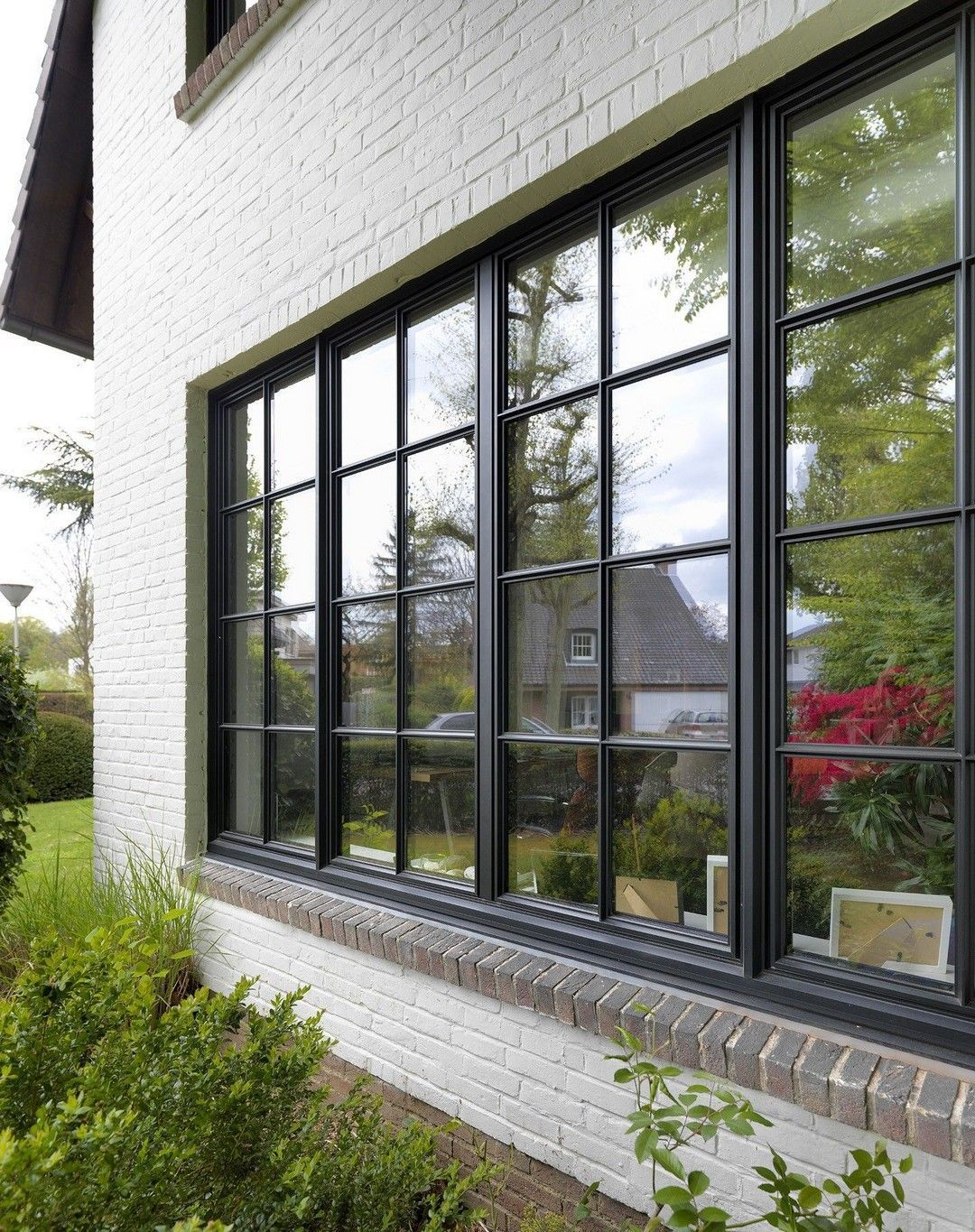 27 Charming Black Window Frames Ideas Window Replacement Can Be A Complicated Decision When You Do Not Know An In 2020 House Windows Window Design Black Window Trims