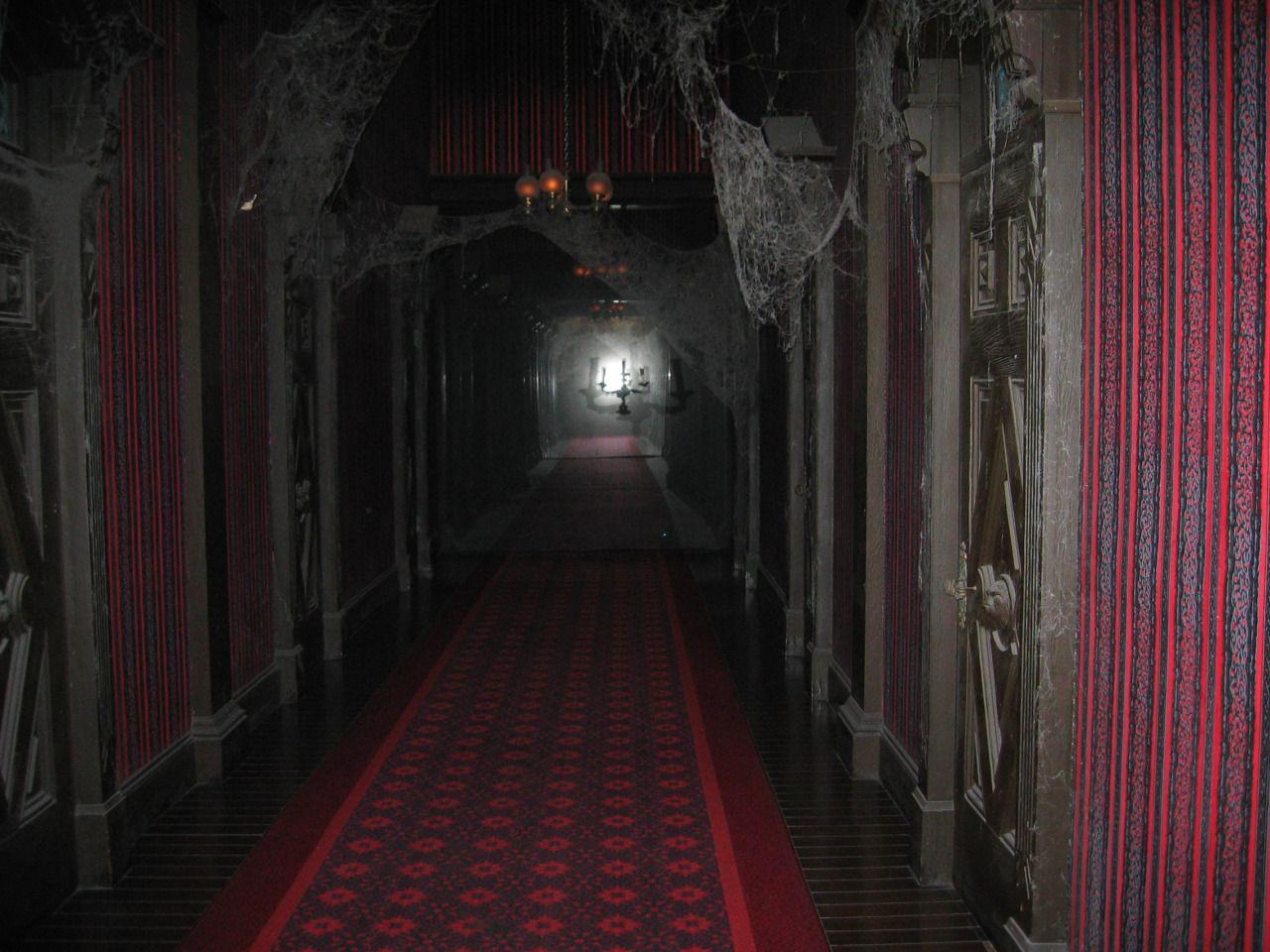 Haunted mansion backstage disneyland s endless hallway for Haunted house hallway ideas