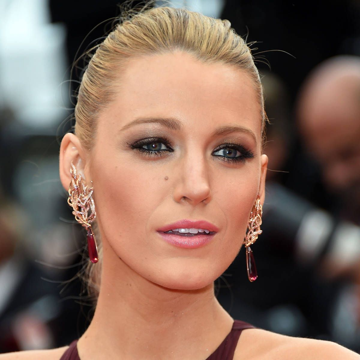 blake lively red dress makeup - photo #4