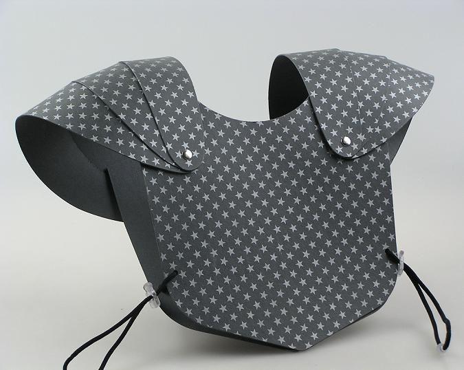 brustpanzer l sst sich sicher auch einfach selbst machen kinderbasteleien pinterest. Black Bedroom Furniture Sets. Home Design Ideas