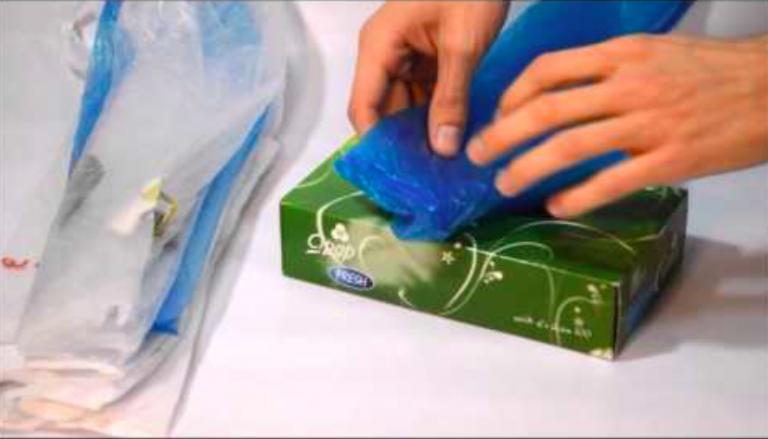 une astuce simple pour ranger vos sacs plastiques sac plastique ranger et plastique. Black Bedroom Furniture Sets. Home Design Ideas