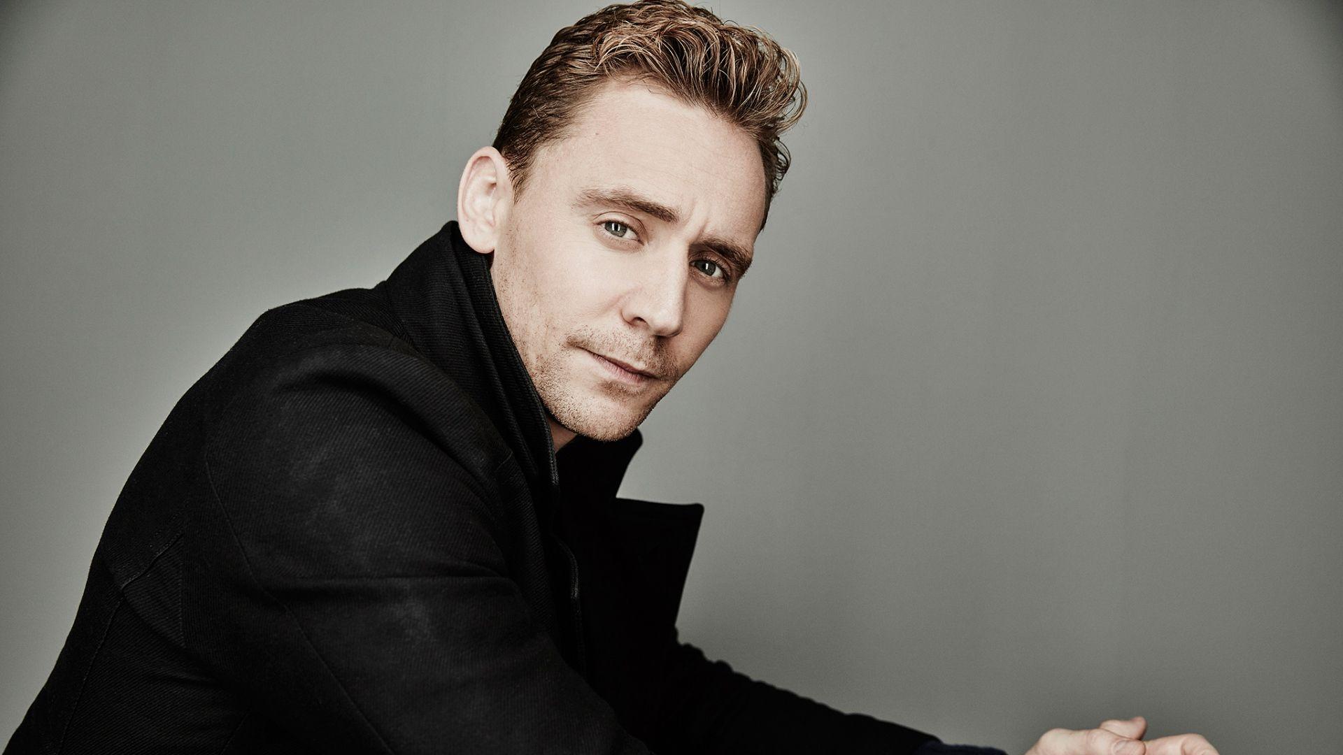 El famoso actor, Tom Hiddleston ha revolucionando la red social Twitter con una escena del último capítulo de la serie 'El Infiltrado' Tom Hiddleston incen