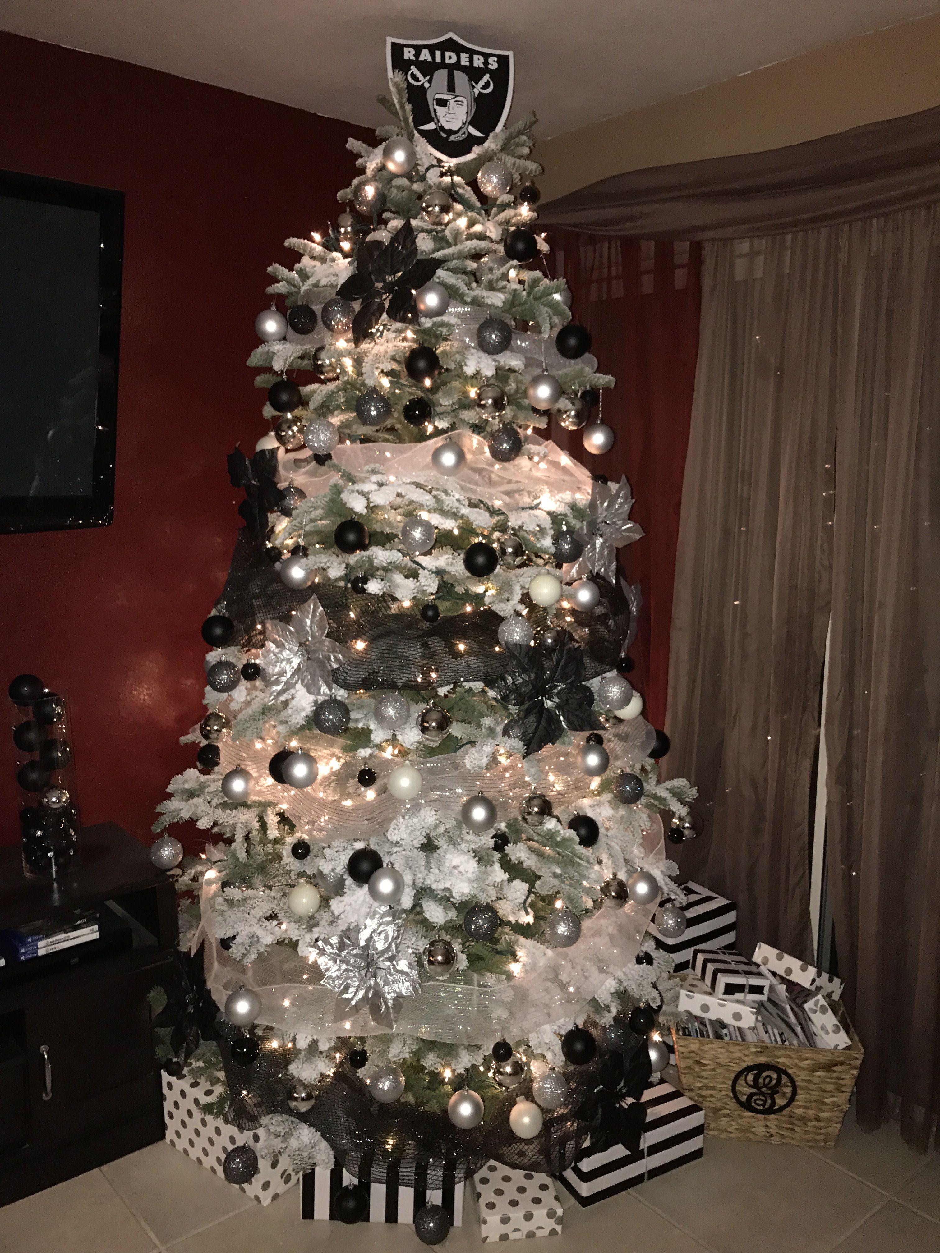 45c70771 Raiders Christmas tree | raiders | Oakland raiders football, Raiders ...
