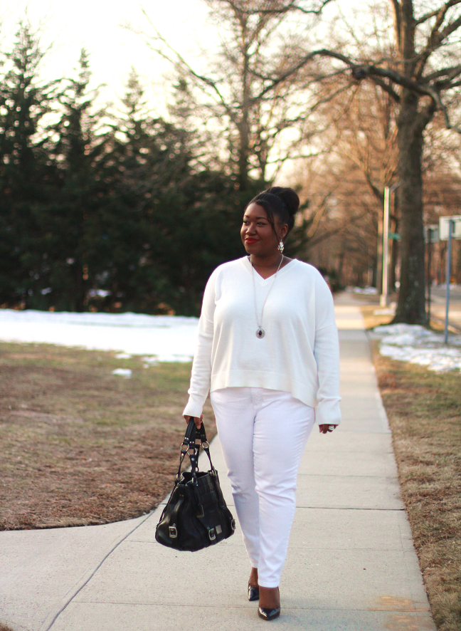 Shapely Chic Sheri - White on White: Knits + White Jeans #plussizeoutfits #plussizejeans #whitejeansoutfit