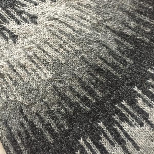 Søster Elise - Supersoft #strikkeopskriftsweater Strikkeopskrift sweater - model Søster Elise. Strikket i Supersoft. Iøjnefaldende mønsterstrik på bærestykket Kan strikkes i et væld af farver - vælg netop de farver, som du synes om Se også variationen af samme model strikket i Tvinni fra Isager Se trøje med samme mønster på bærestykket Blusen strikkesnedefra og opBl #strikkeopskriftsweater