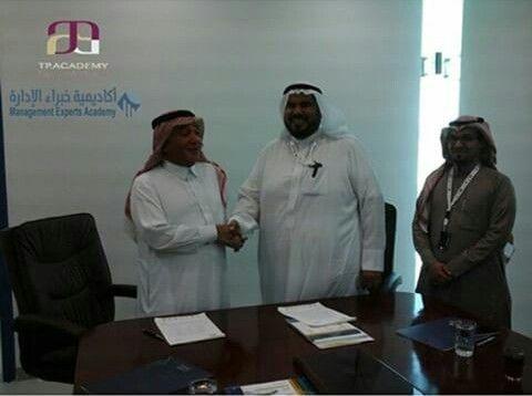 تم بحمد الله توقيع اتفاقية تعاون بين اكاديمية البرامج التدريبية احدى شركات مجموعة المعرفة النوعية و معهد خبراء الإدارة للتدريب Chef Jackets Lab Coat Jackets