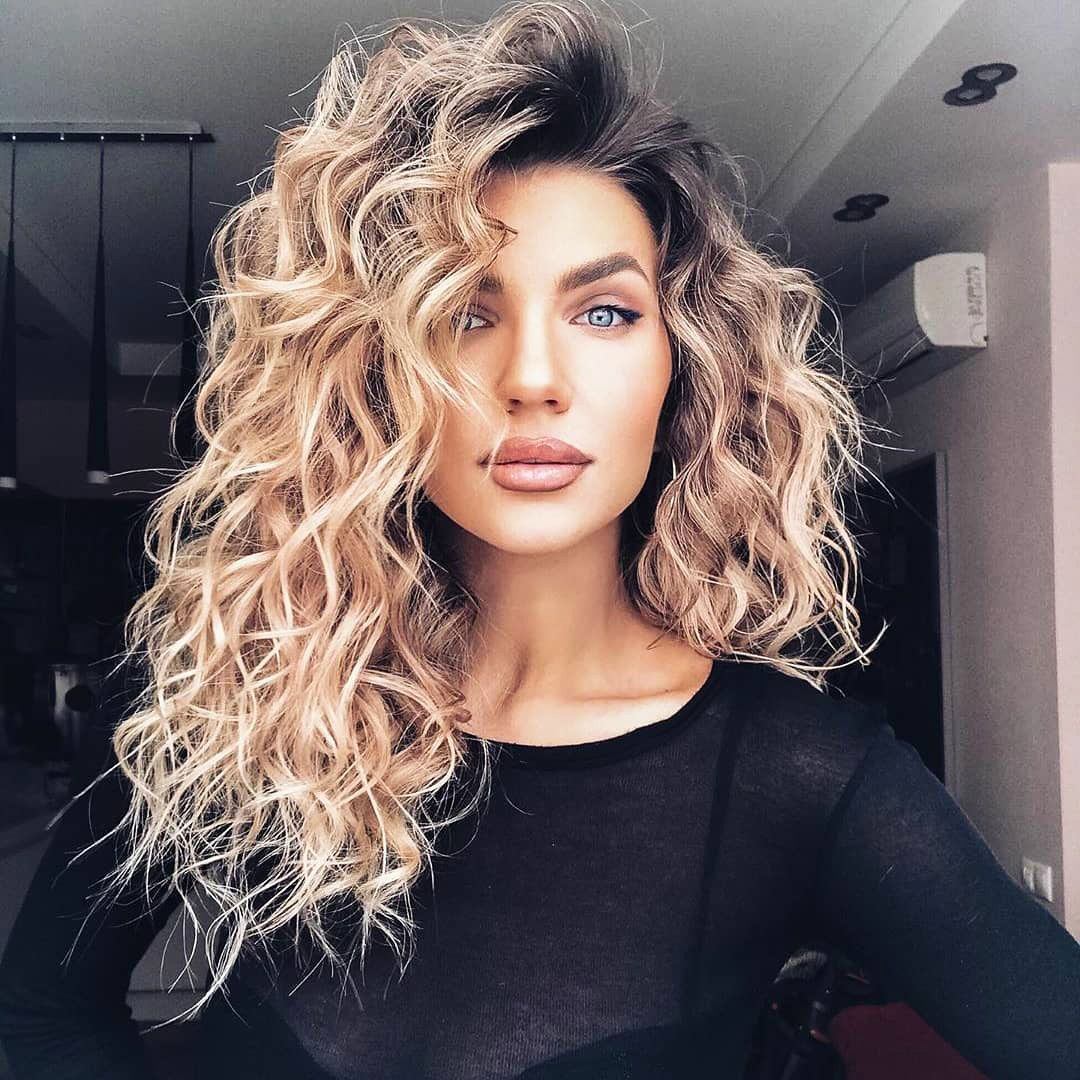 31 Easy Hairstyles For Medium Curly Dyed Hair Highlights In 2020 Medium Length Hair Styles Medium Curly Hair Styles Medium Hair Styles