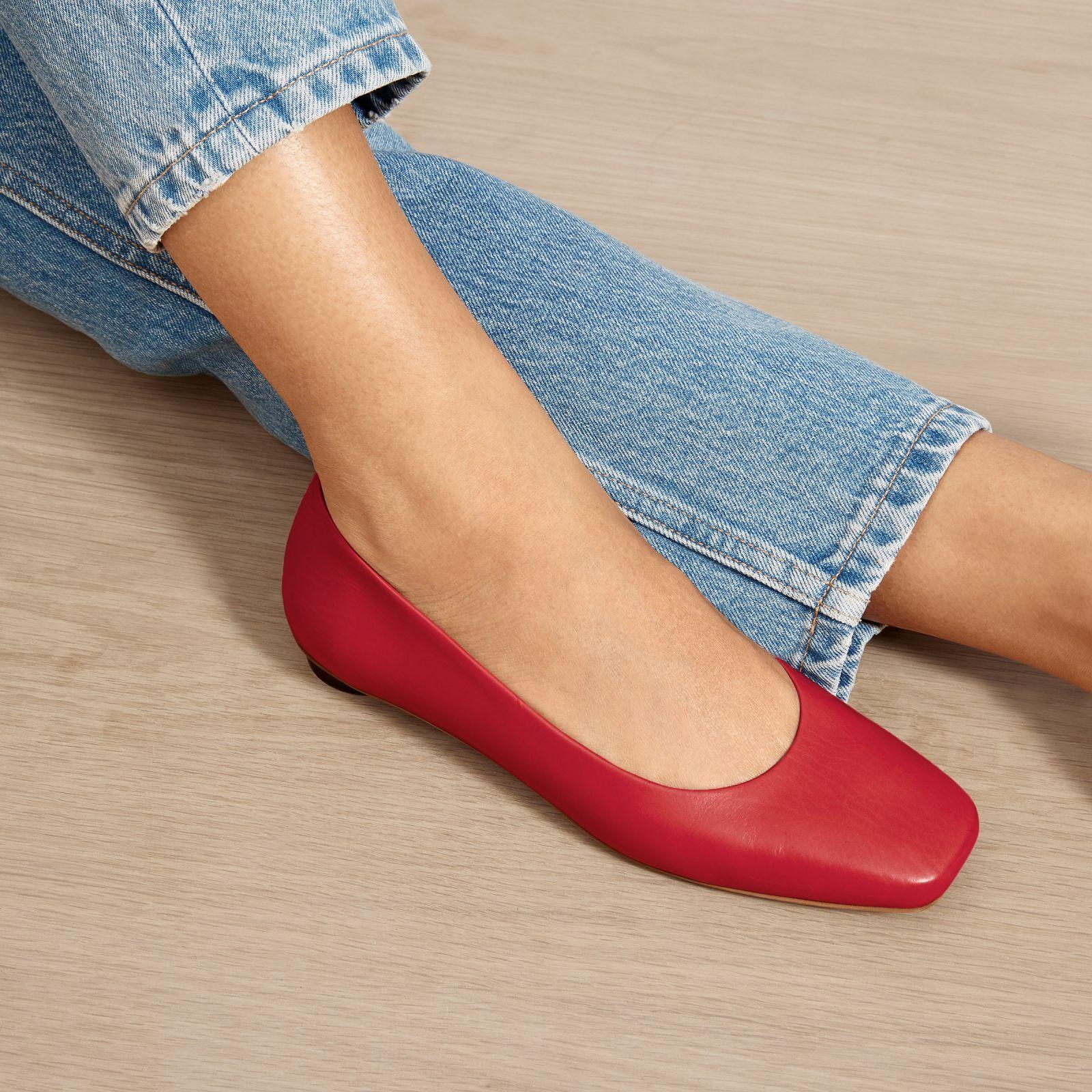Women's '90s Flat by Everlane in Scarlet Söta damskor  Cute womens shoes