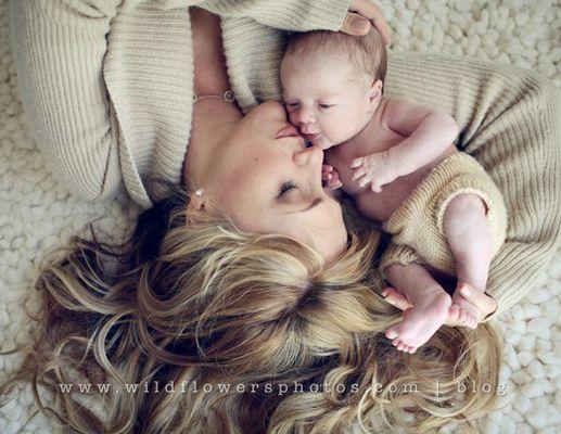 Beautiful Baby And Mom Photos Newborn Photoshoot Newborn Pictures Baby Photos