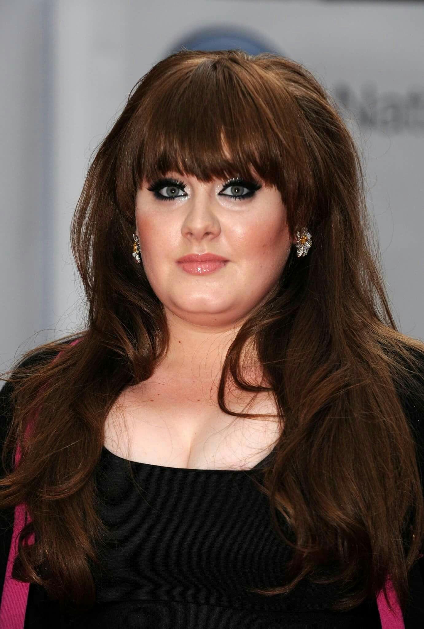 Adele 2008. | Peinados, Pelo largo con flequillo, Cabello largo con flequillo