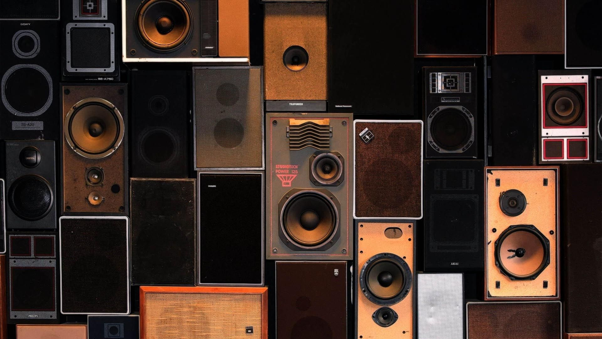 Speaker Wall Wallpaper