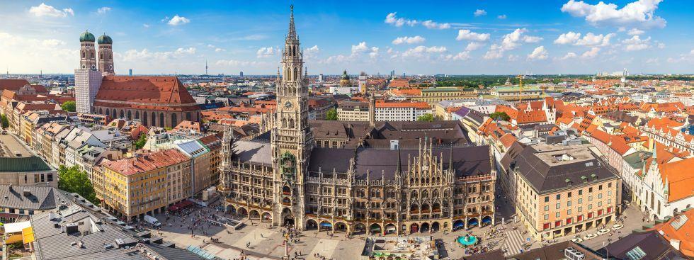 Munchens Panorama Mit Rathaus Und Frauenkirche Skyline Munchen Tipps Munchen