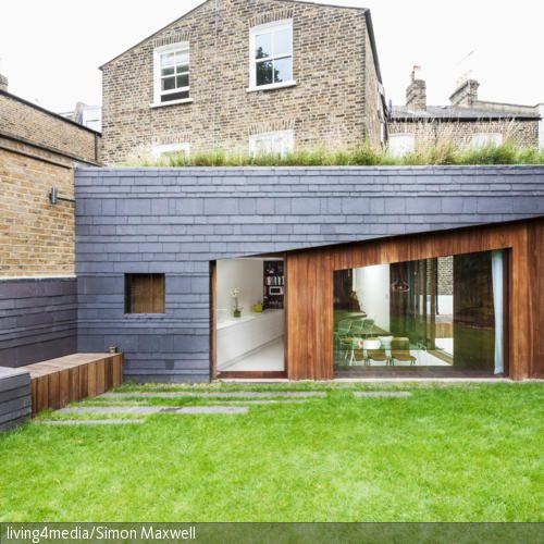 der moderne anbau an das traditionelle backsteinhaus setzt einen interessanten stil kontrast. Black Bedroom Furniture Sets. Home Design Ideas
